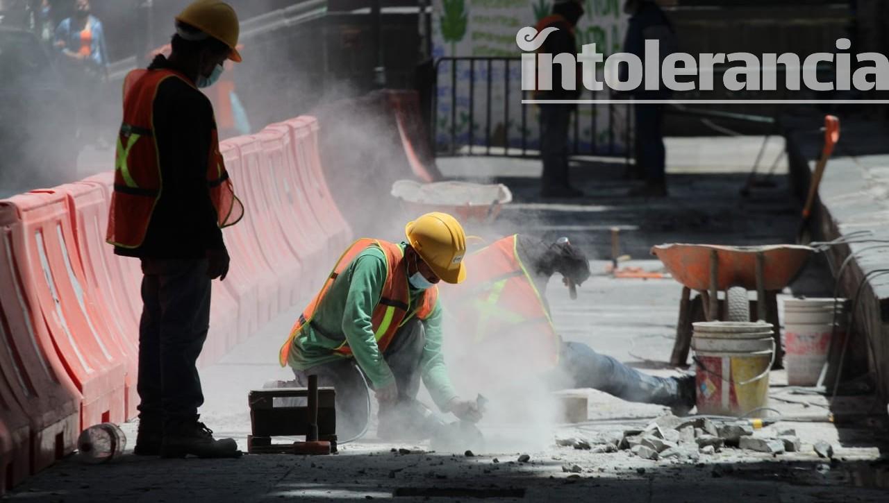 Sedatu inicia rehabilitación de lajas dañadas en zócalo de Puebla