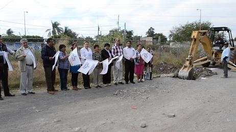 Arrancan las obras de drenaje en la colonia Valle Primvera, de Izúcar