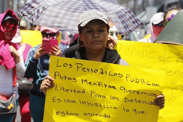 Con marcha, sexoservidoras exigen liberación de presuntos padrotes