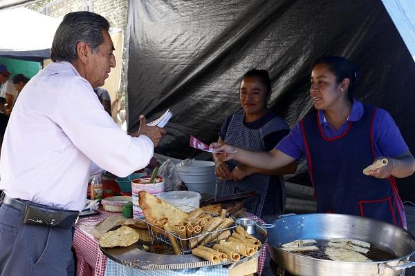 """PRI y PAN difunden encuestas """"cuchareadas"""": Quiroz"""