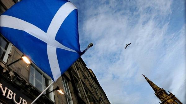 Escocia amenaza con la independencia a Reino Unido, convoca un segundo referéndum