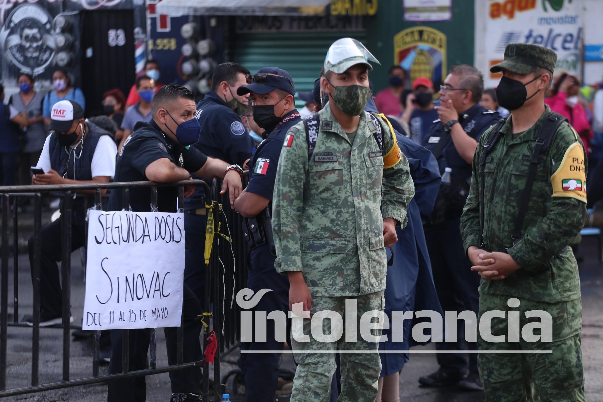 """Tras """"viacrucis"""" de poblanos, cambian sedes para vacunación Covid en Puebla capital"""